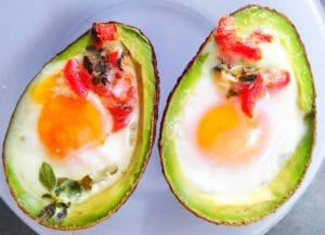 baked-eggs-in-avocado