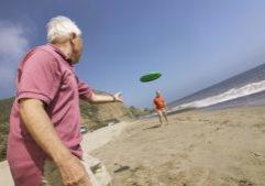 older-man-frisbee-beach_santacruzcore