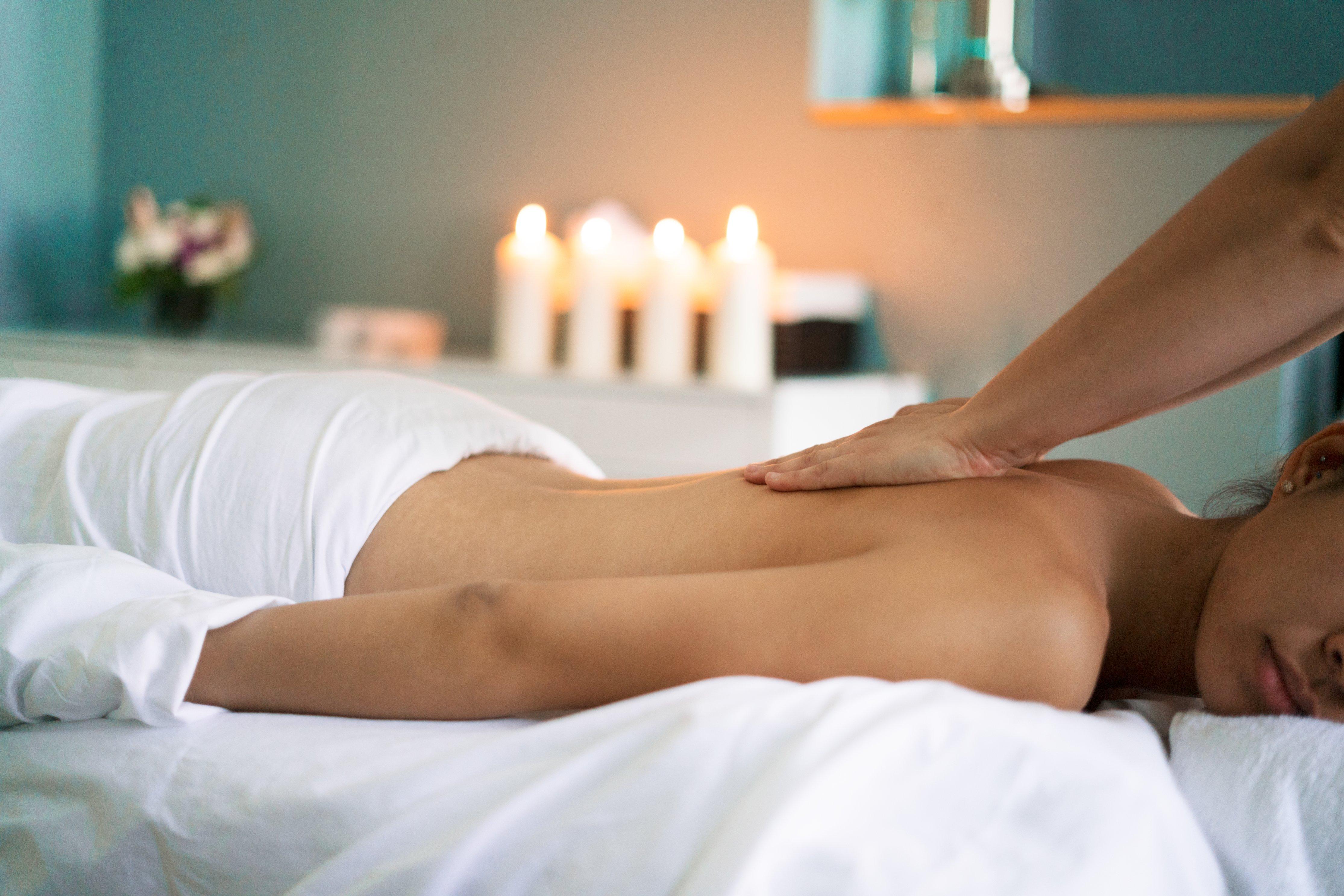 woman-back-massage-santa-cruz-core